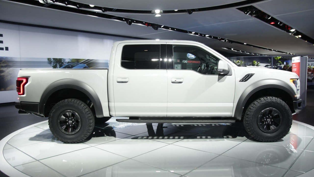 2017 ford f 150 raptor features specs edmunds autos post for 2017 ford f150 motor specs