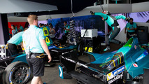 Pit stop practice for Nelson Piquet Jr., NEXTEV TCR Formula E Team
