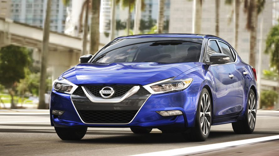 2017 Nissan Maxima updated with Apple CarPlay