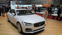 Volvo S90 T8 in Geneva looks pretty in white