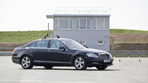"""""""Automated Driving"""" at Mercedes-Benz - For the testing of assistance systems Mercedes-Benz has a 20,000 m test site for """"automated driving"""" in Sindelfingen."""