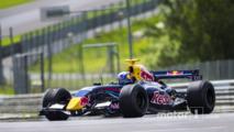Lindsey Vonn drives Formula Renault 3.5