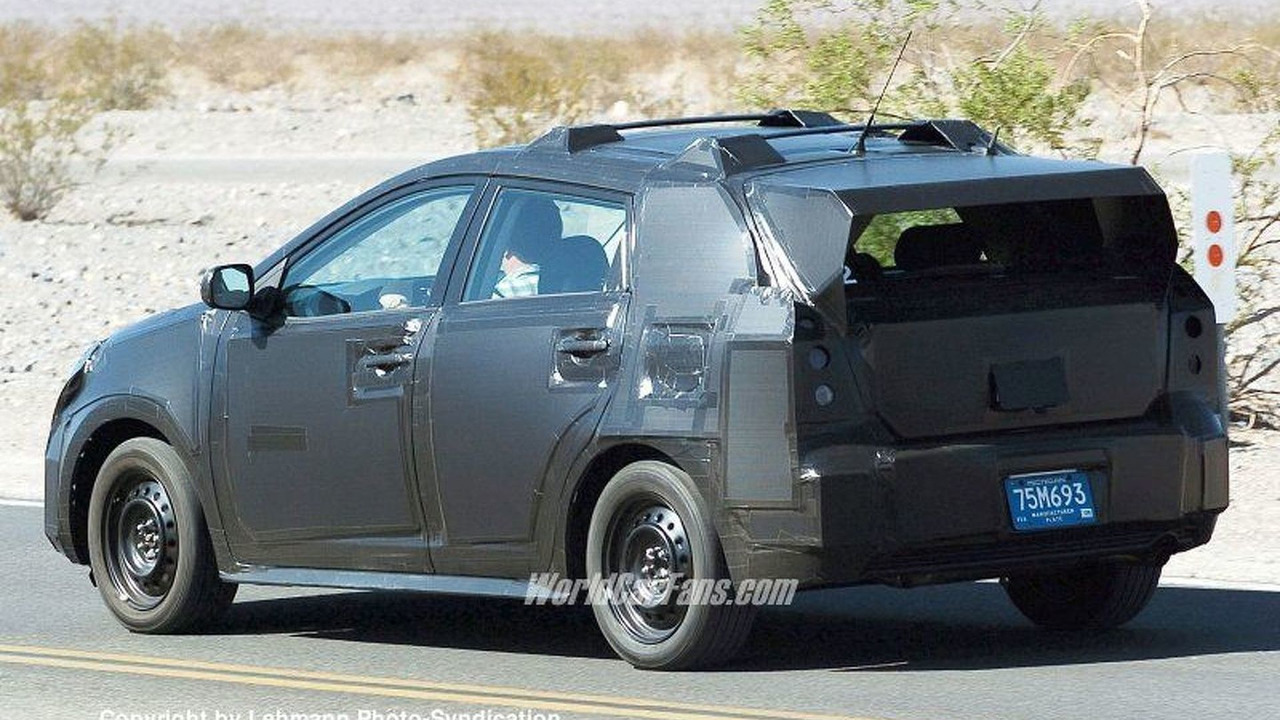 SPY PHOTOS: New Toyota Corolla Verso