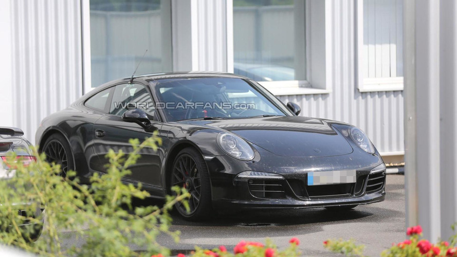 Porsche 911 facelift caught without camouflage