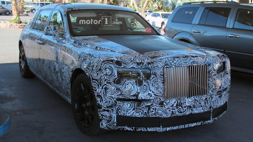 Rolls-Royce Phantom spied fueling-up in the desert