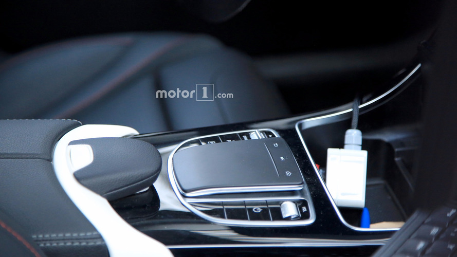 2018 Mercedes C-Class Estate facelift spied with new touchpad