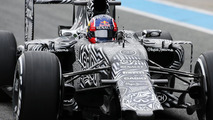 Kvyat loses wing, Lotus impresses with nose in second test day at Jerez