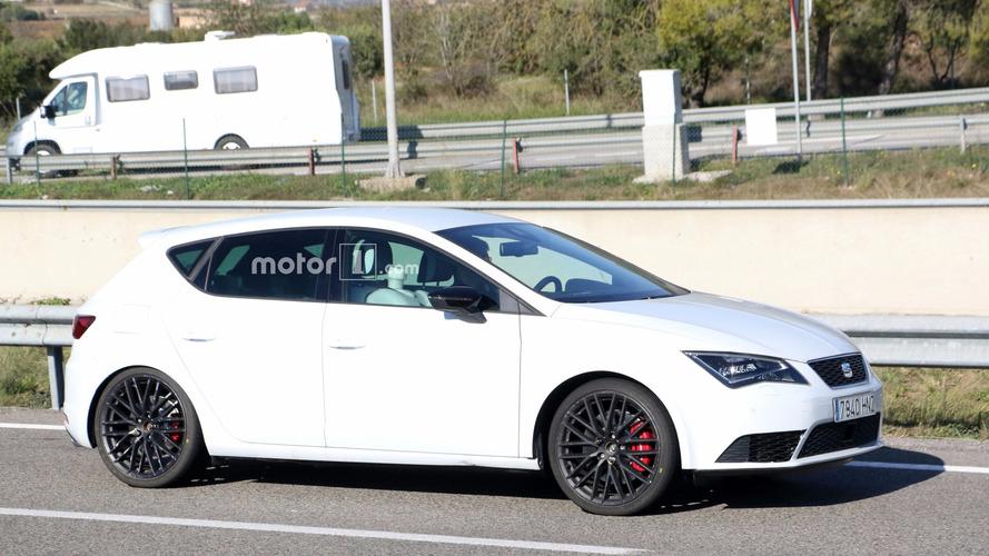 2017 SEAT Leon Cupra facelift spy photos