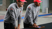 Button will help Hamilton 'voluntarily' - Whitmarsh