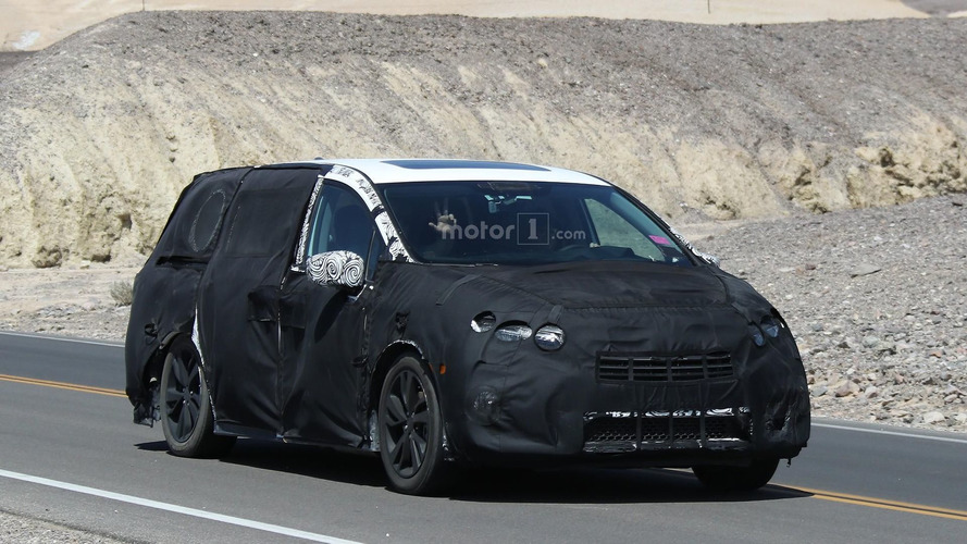Heavily masked 2017 Honda Odyssey spied inside and out