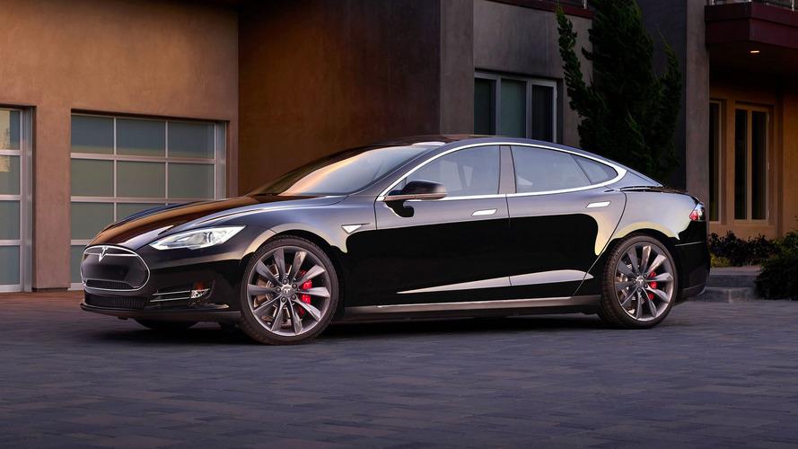 Tesla deixa dono fora do carro por não ter sinal no celular