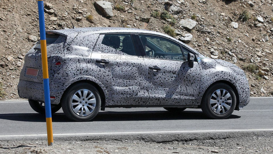 2014 Renault Clio crossover spied for first time
