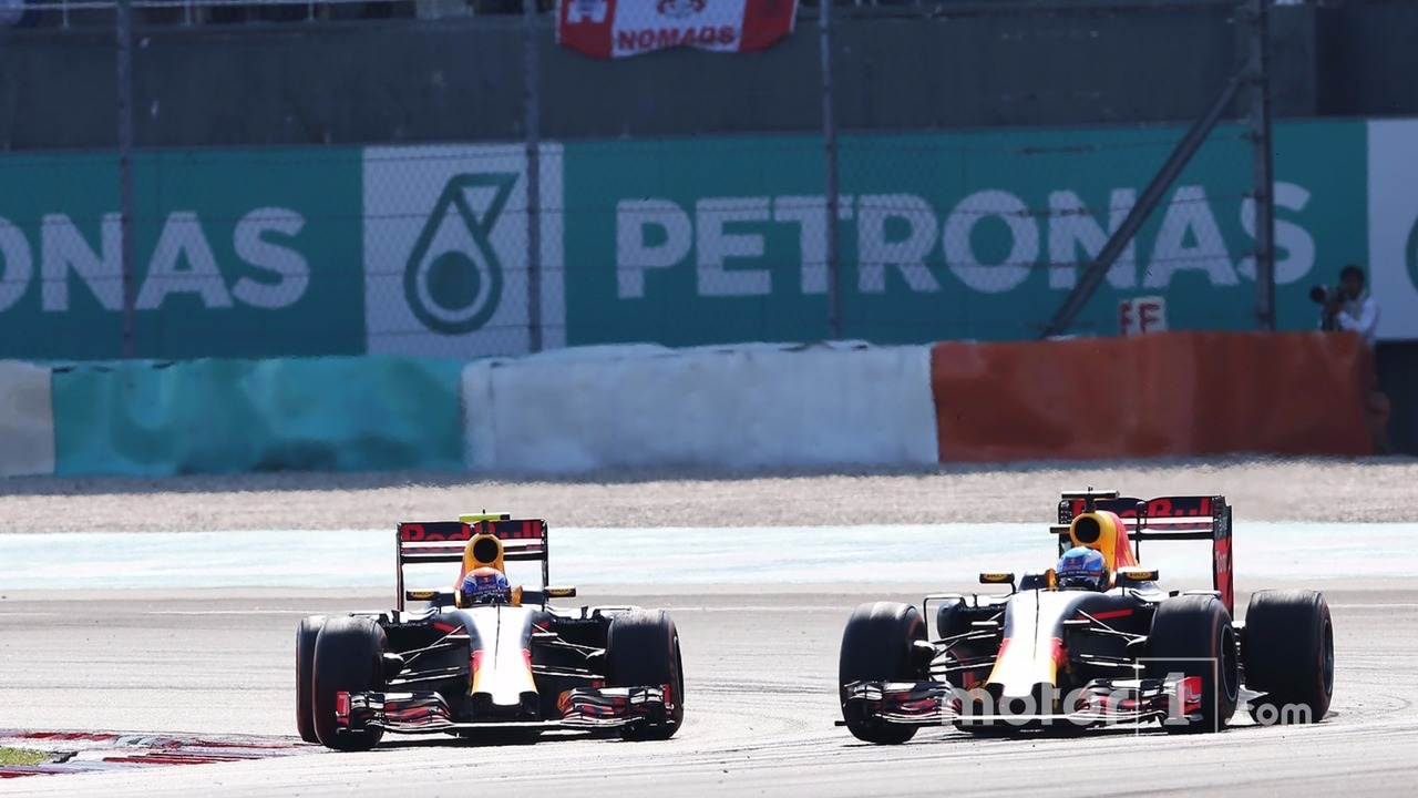 (L to R): Max Verstappen, Red Bull Racing RB12 battle for position with team mate Daniel Ricciardo, Red Bull Racing RB12