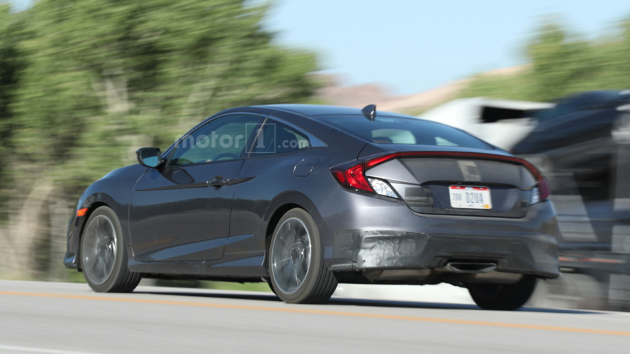 2017 Honda Civic Si spied with center-exit exhaust, larger air intakes