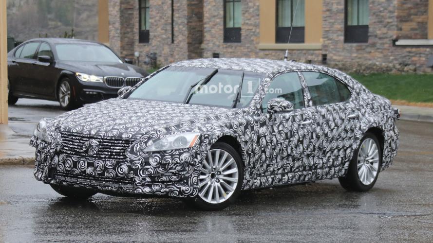 2018 / 2019 Lexus ES mule spy photo
