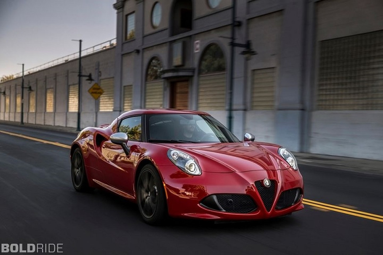 Alfa Romeo 6C Poised to Take the Porsche 911 Head On