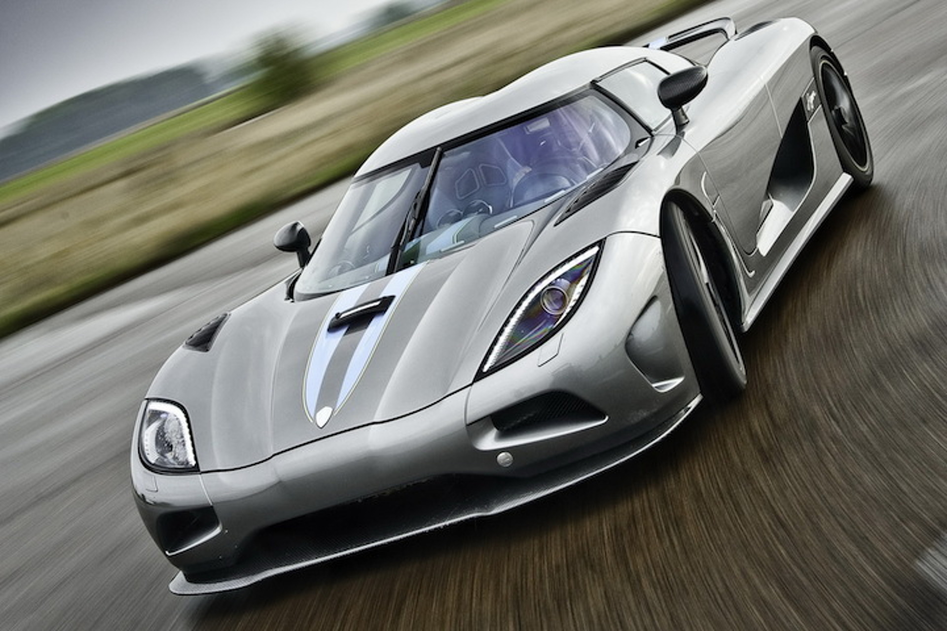 Watch (and Listen) as this 1,400HP Koenigsegg Flies Down a Highway