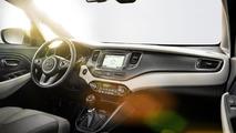 2013 Kia Carens unveiled in Paris