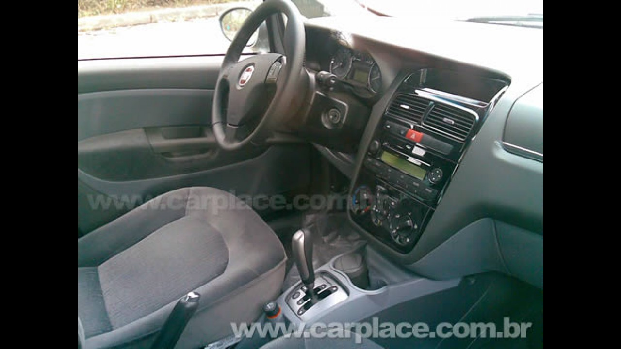 Exclusivo!! Flagramos o novo Fiat Linea Dualogic 2009 - Veja foto do interior