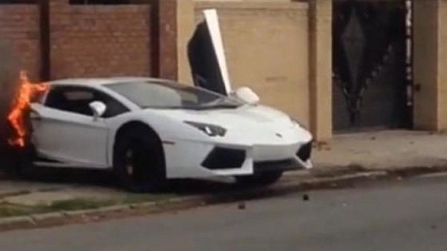 Lamborgini Aventador crash splits supercar in half [video]