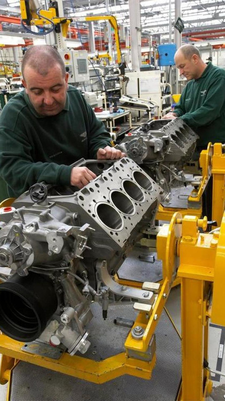 Bentley Mulsanne V8 engine cylinder block production 21.04.2010