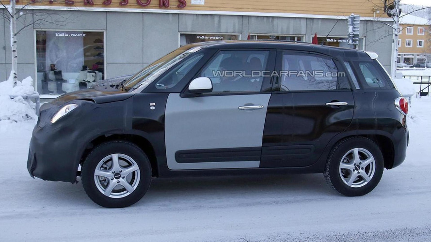 Fiat 500X leaks out through patent sketches
