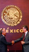 Felipe Calderón, Mexican President, and Otto Lindner, Chairman of the Board of Management of Volkswagen de México 22.09.2010