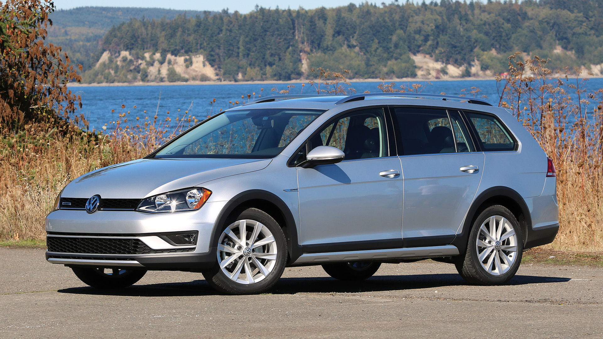 first drive 2017 volkswagen golf alltrack. Black Bedroom Furniture Sets. Home Design Ideas