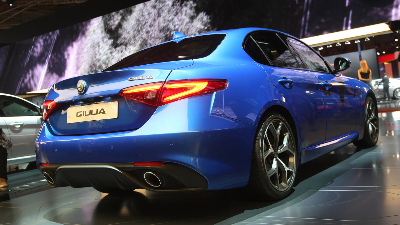 Alfa romeo giulia veloce is the next best thing to a for Garage alfa romeo paris