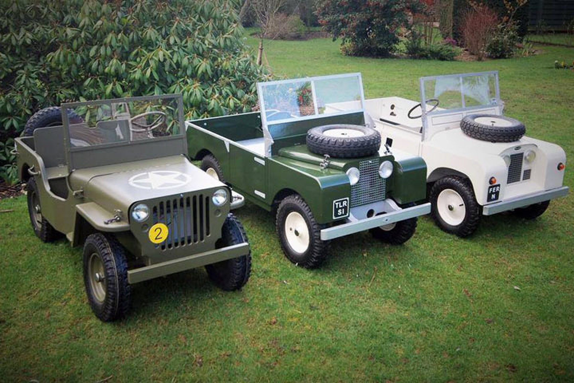 https://icdn-1.motor1.com/images/mgl/0YZoz/s1/the-toylander-is-the-teeny-tiny-land-rover-for-kids.jpg