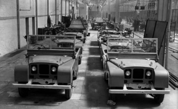 See an Early Land Rover Do What Few Cars Today Can