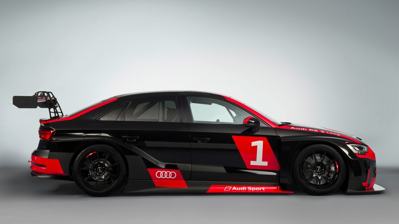 Audi Rs3 Rs5 R8 Share The Track With Their Racing