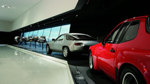 The exhibition: the Porsche 924 Carrera GTS, 1981 (red) and the Porsche 928 S, 1983 (silver)
