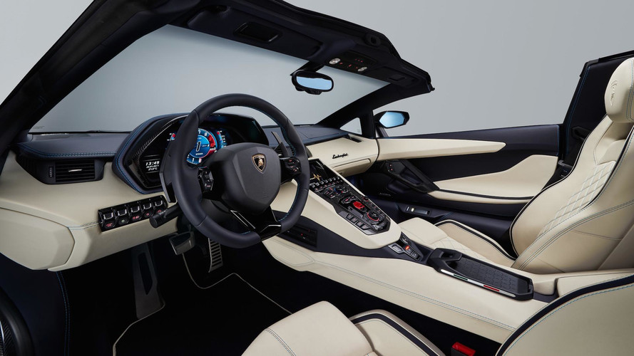 Lamborghini Aventador S Roadster breaks cover