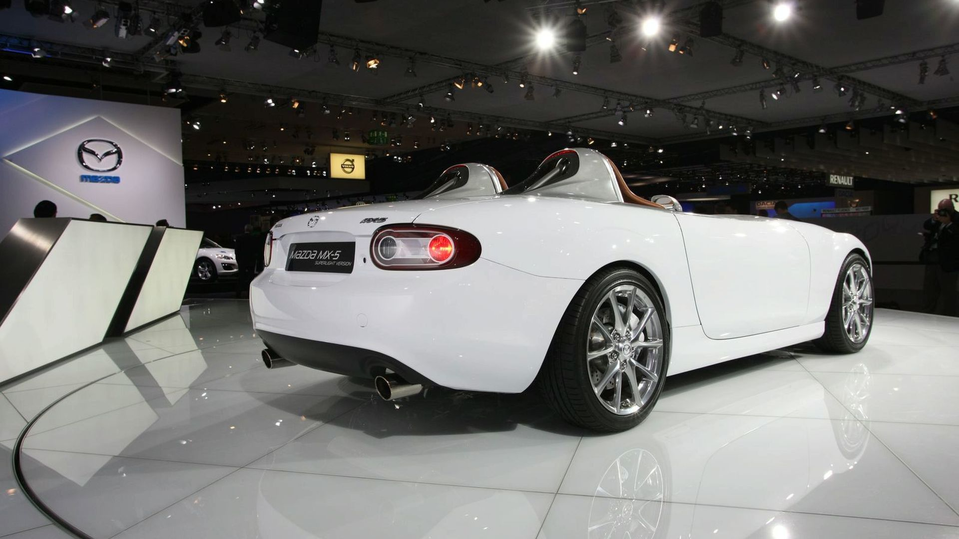 https://icdn-1.motor1.com/images/mgl/3QwoX/s1/2009-182447-mazda-mx-5-superlight-concept-live-at-2009-frankfurt-motor-show1.jpg