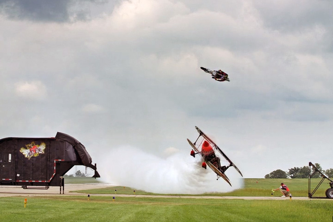 Watch FMX Rider Jump an Airplane for the Ultimate Stunt [video]