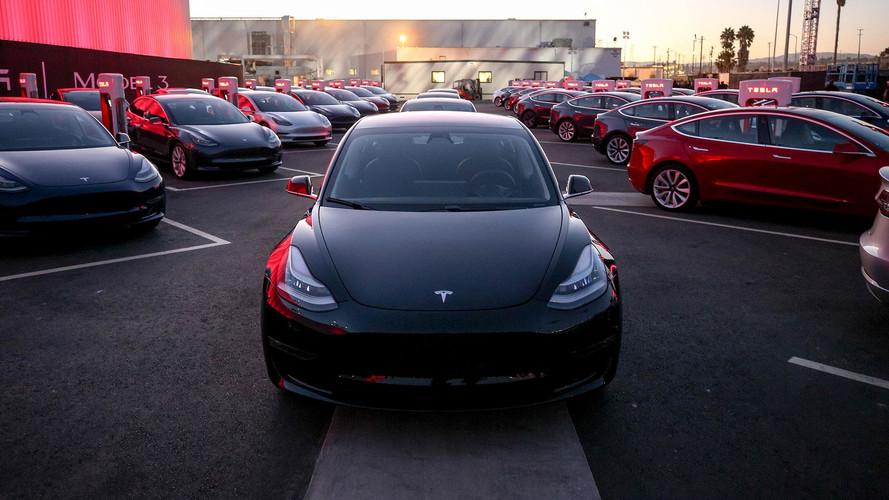 Tesla'ların gecikme sebebinin hatalı parçalar olduğunu söyleniyor