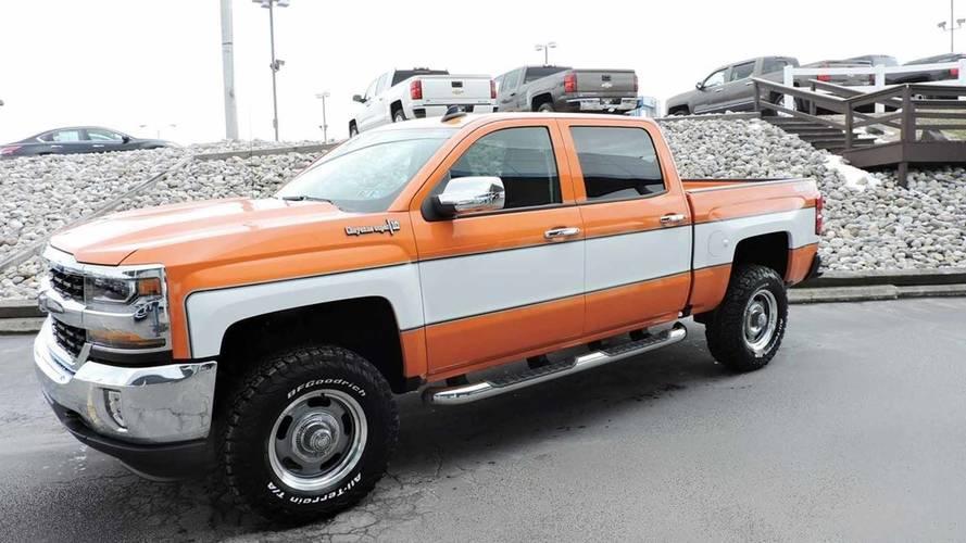 Chevrolet Silverado Cheyenne photo