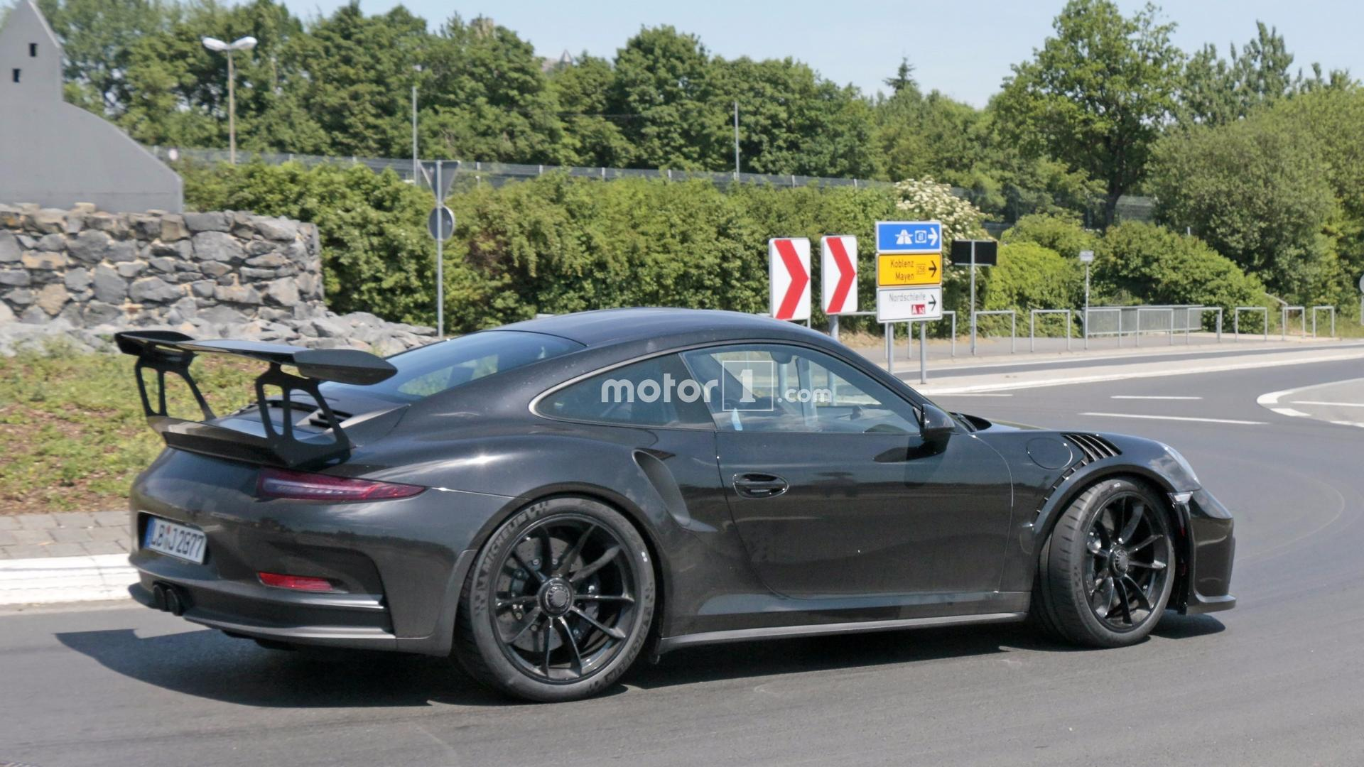 2018 porsche gt3 rs. interesting gt3 2018 porsche 911 gt3 rs spied flaunting naca ducts with