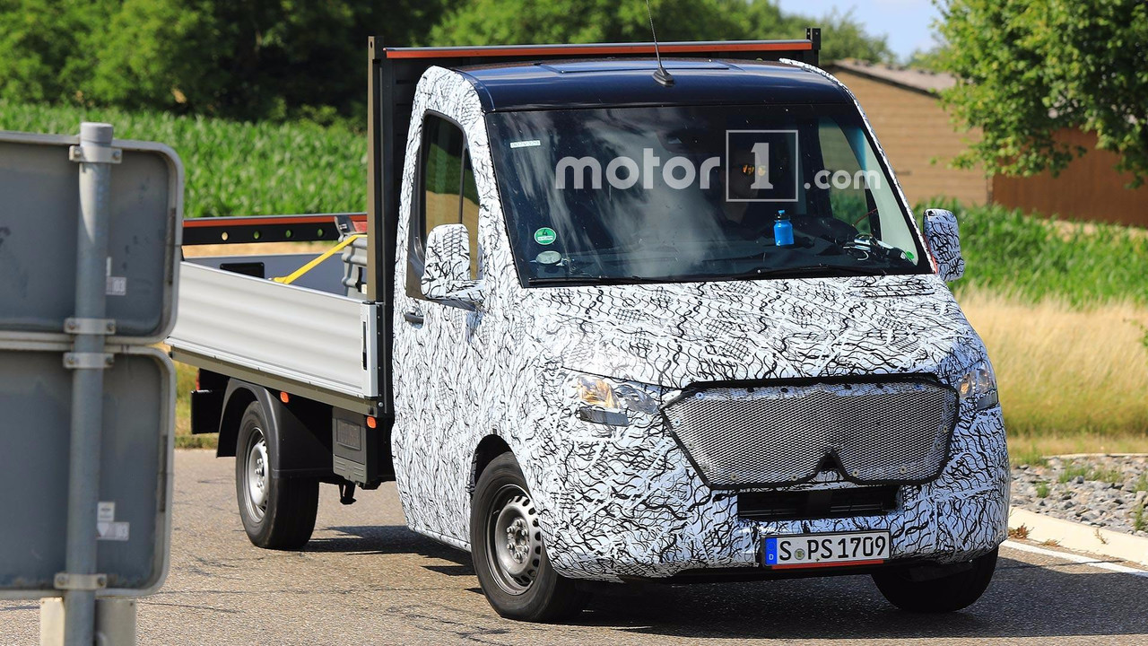Mercedes-Benz Sprinter Spy Pics