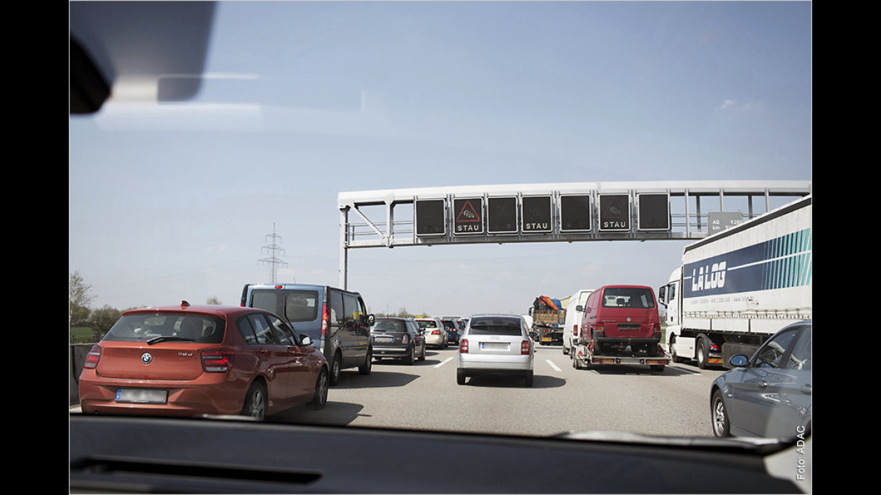 Autobahn: Wann darf man rechts überholen?