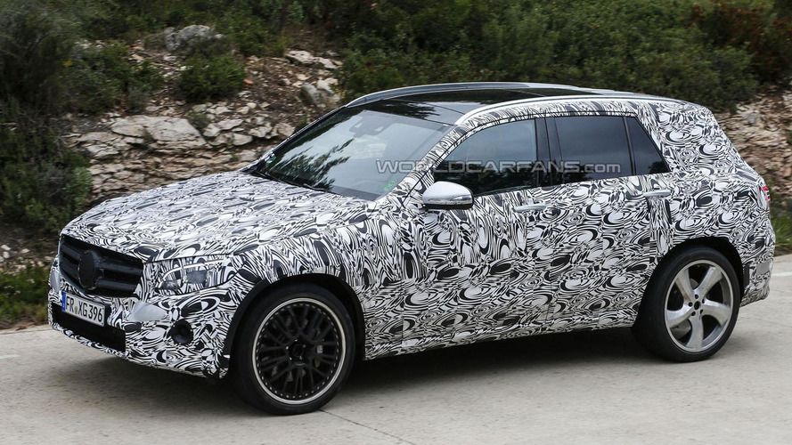 2015 / 2016 Mercedes GLC spied with a curvaceous body