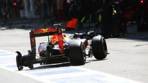 Daniel Ricciardo, Red Bull Racing RB12 pits late in the race with a puncture