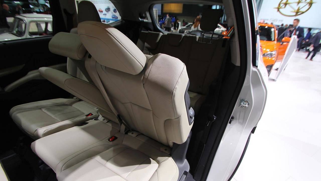 3. It's Simple To Fold The Seats And Get Into The Third Row