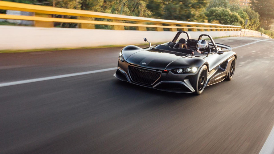 VUHL delivers their first 05 sports car
