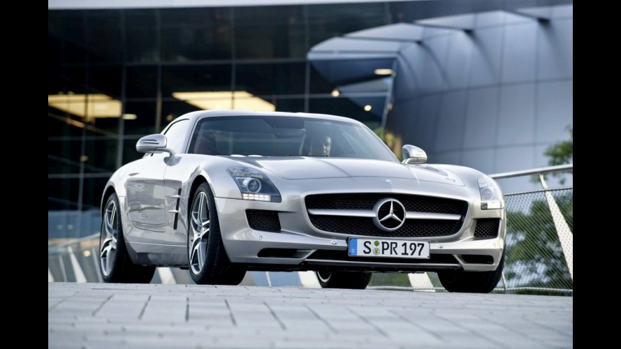 Mercedes SLS é o Carro do Ano 2011 para a Playboy