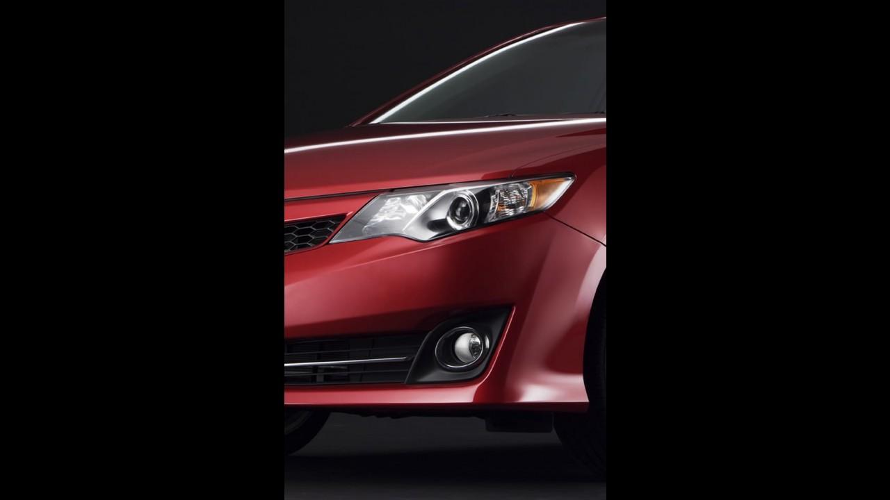 Toyota Camry 2012: teasers antecipam novidades visuais