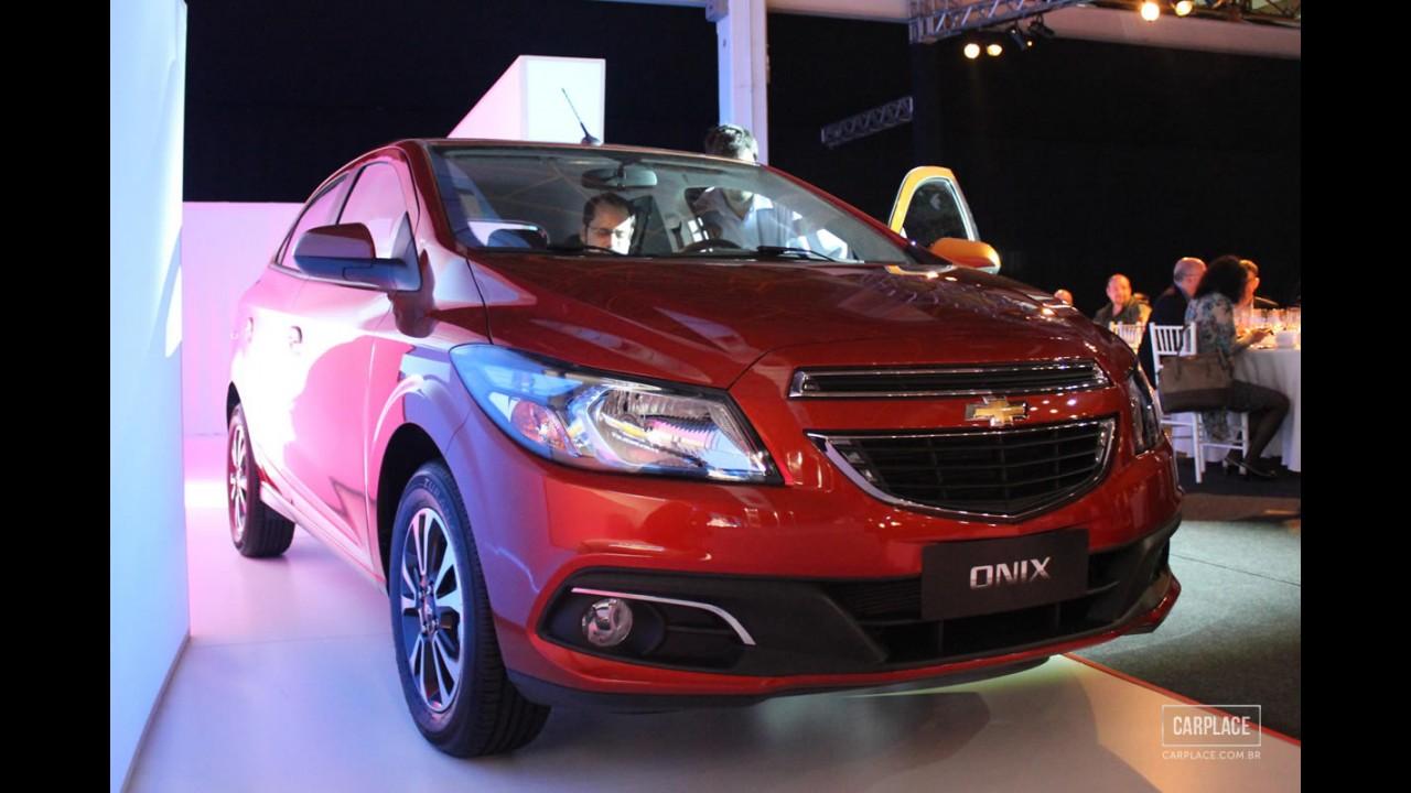 Chevrolet coloca o Onix nos gramados do Brasil