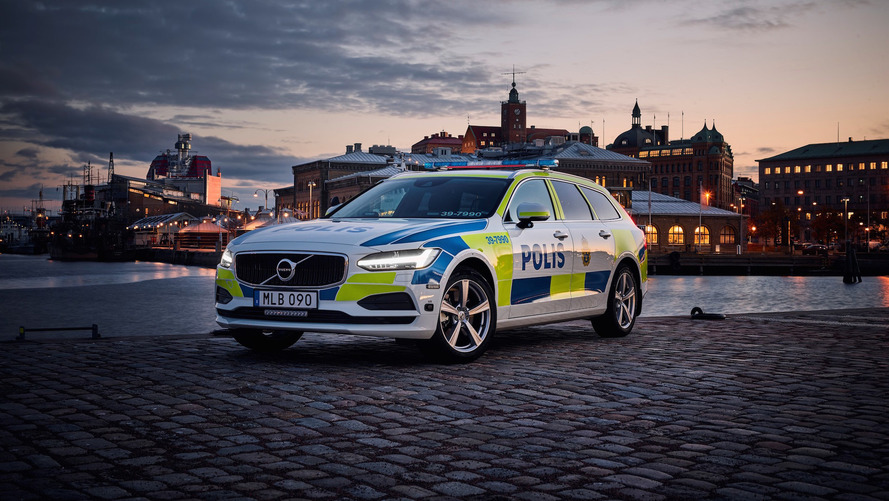 Volvo V90 police car for the first time