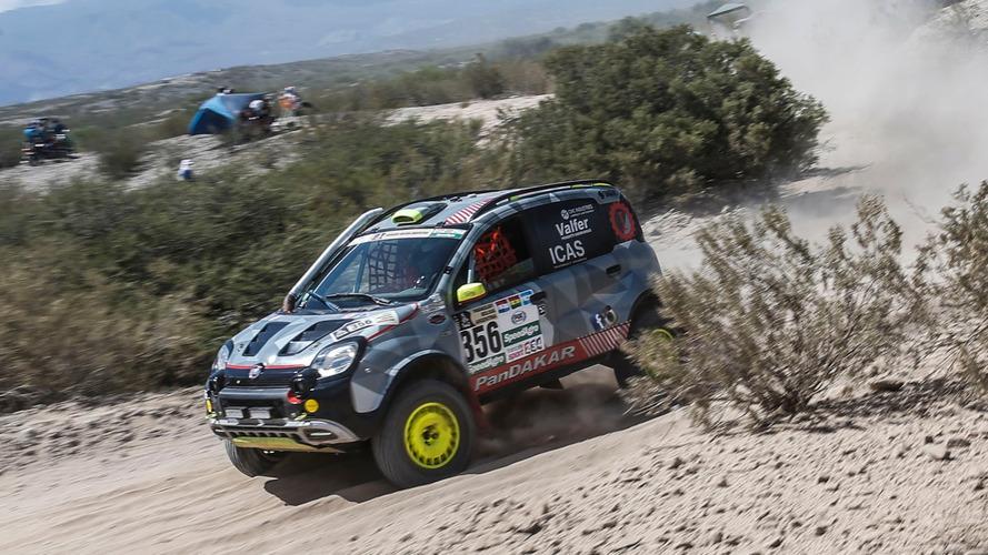 Une modeste Fiat Panda s'offre une belle performance sur le Dakar